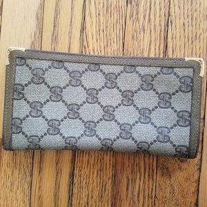 Vintage Authentic Gucci Monogram Wallet